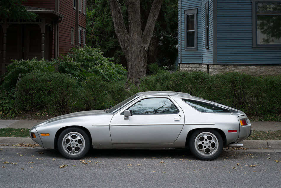 Porsche 928 - 25th St & Stevens Ave S, Minneapolis