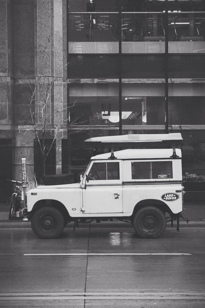 SWB Land Rover Defender - 3rd Ave South & 9th St South, Minneapolis