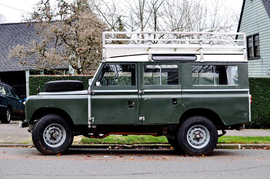 Land Rover Man On The Move